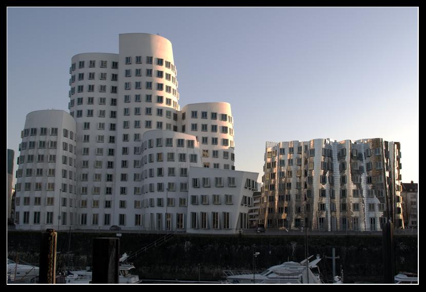 Gehry-Zeile im Medienhafen