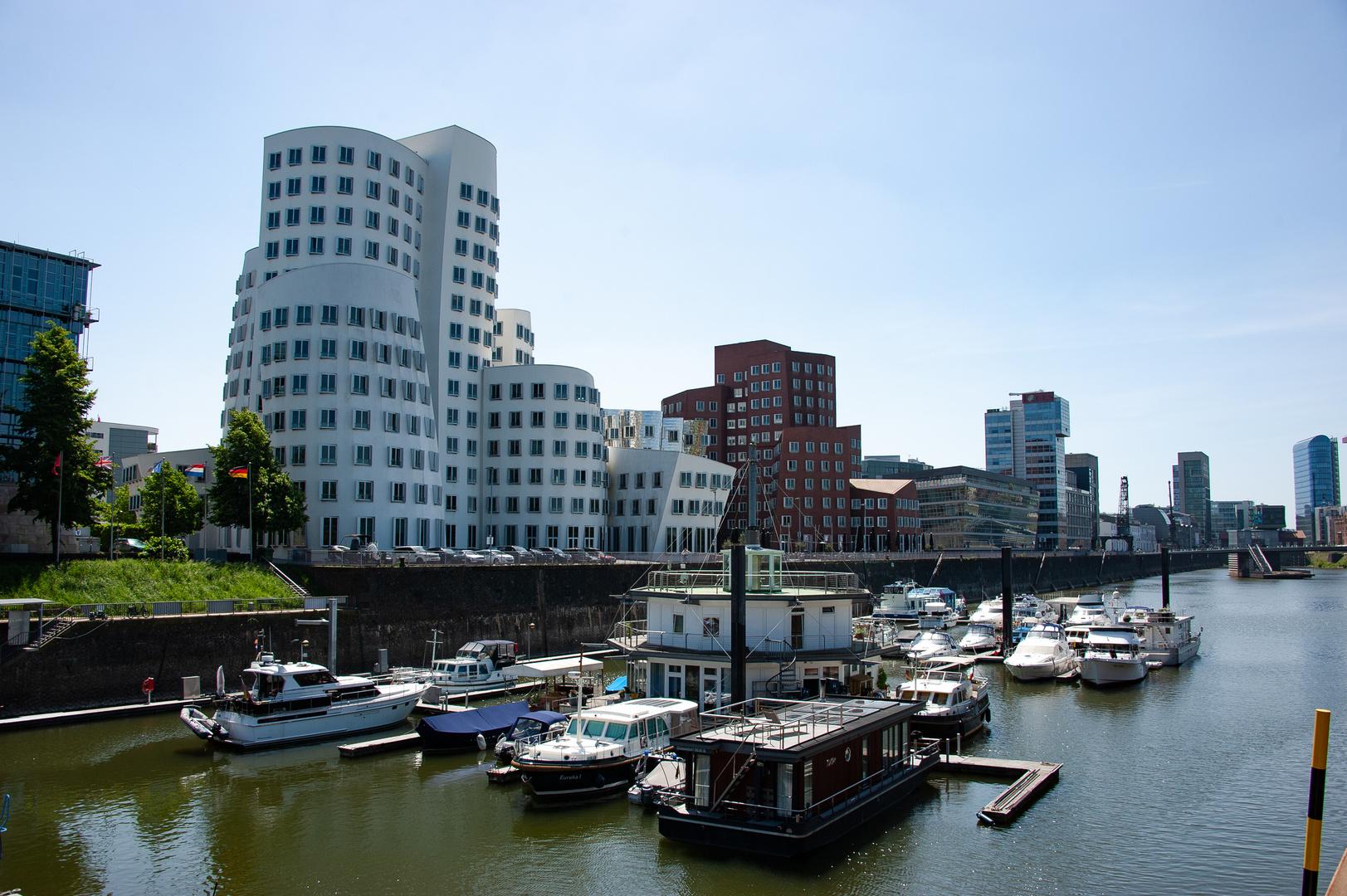 Gehrybauten im Düsseldorfer Medienhafen