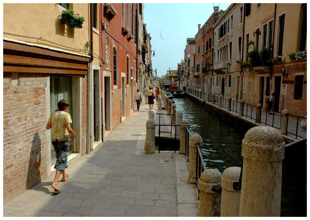 Gehweg am Kanal