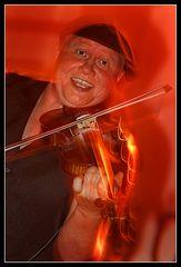 Geige in Rot