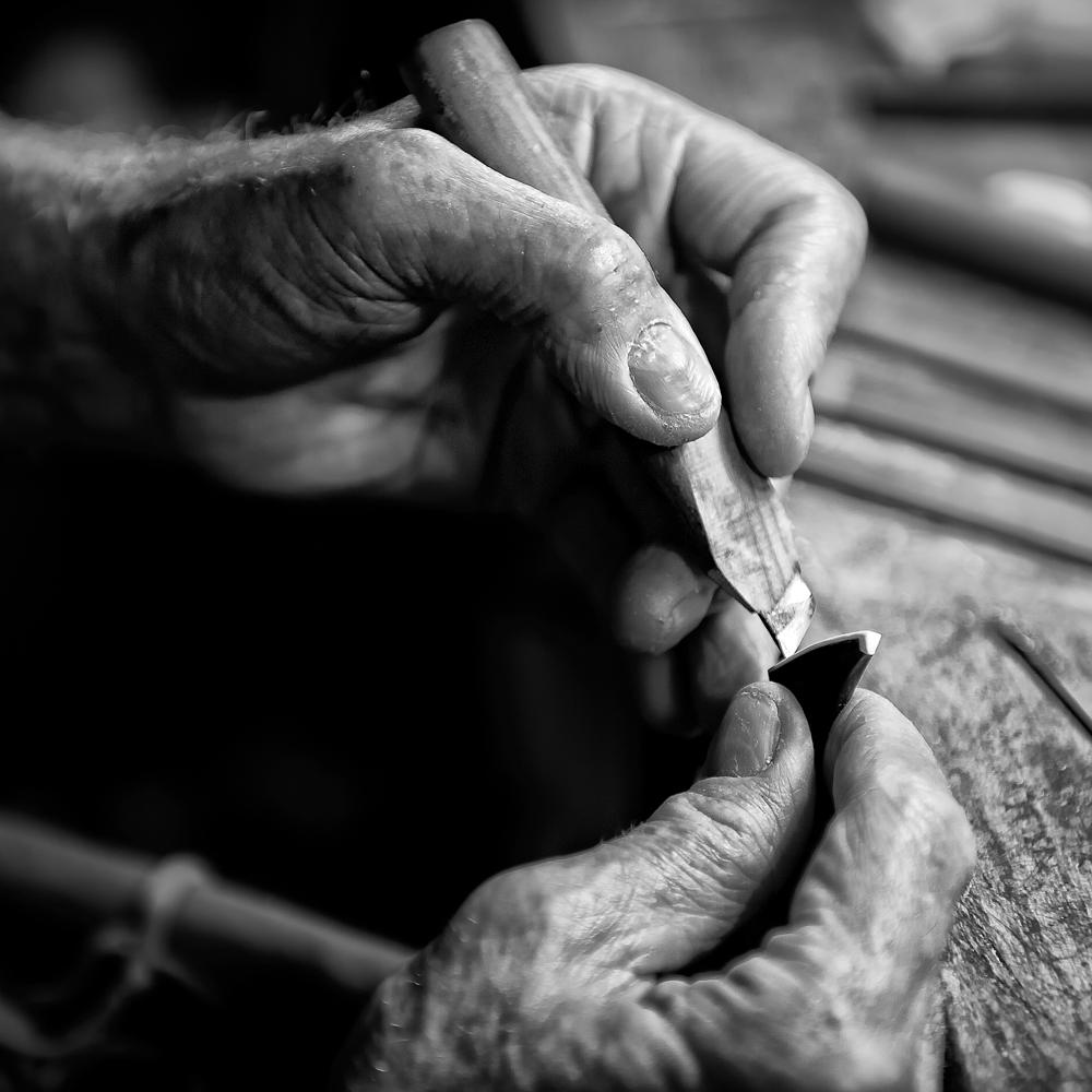 Geigenbaumeister und seine Arbeit