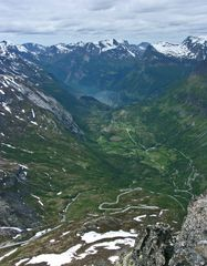 Geirangerfjord 6  der weiße Punkt: mein Schiff!!!