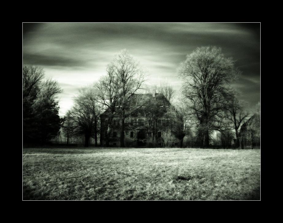 - Geisterhaus -