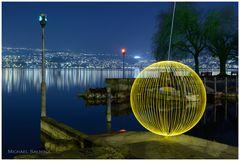 Gelber Orb am Zürichsee