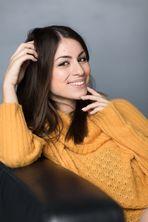 gelber Pullover **