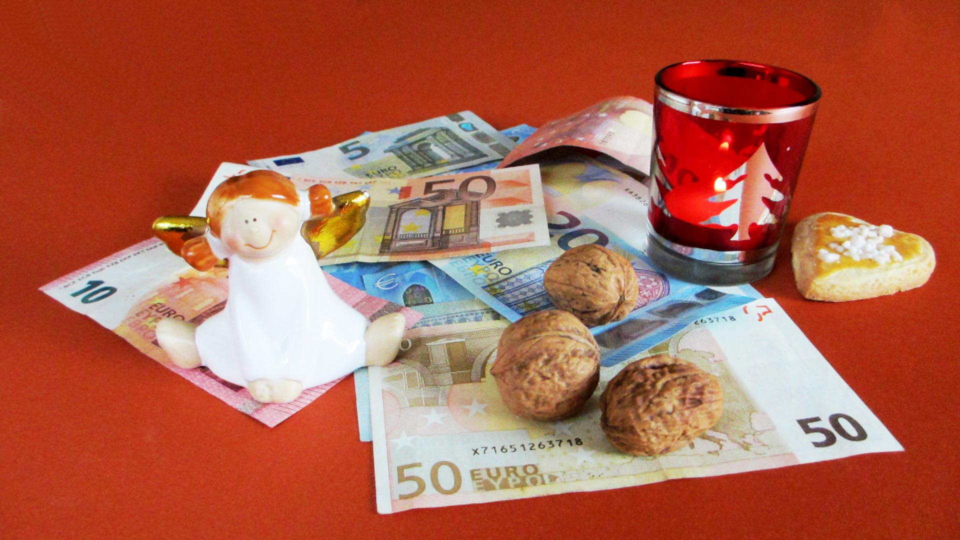 Geldgeschenke Und Weihnachtskommerz Foto Bild Stillleben Geld