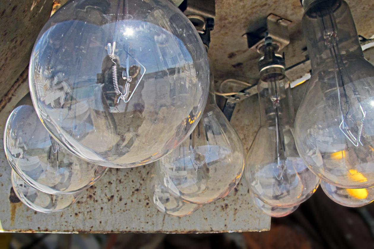 Geliehenes Licht / La luce prestata Foto & Bild | lampen und ...