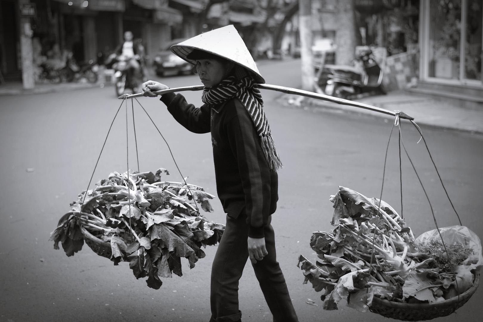Gemüsestraßenverkäuferin