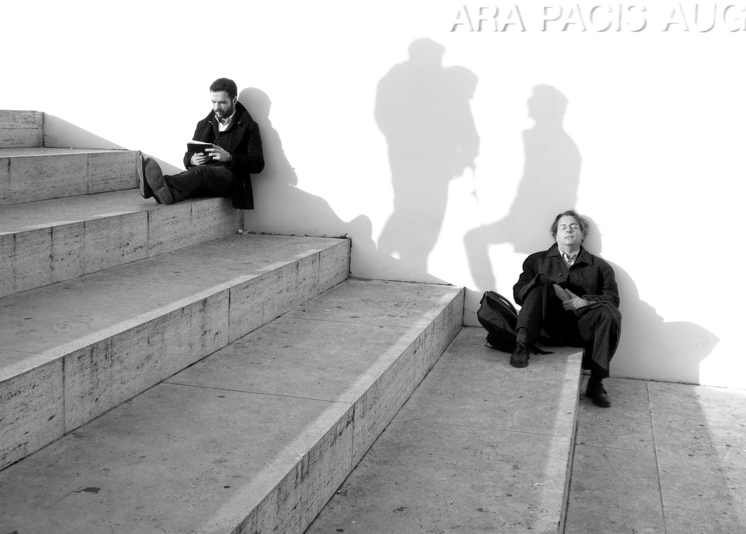 Pace Bianco E Nero gente in pace e ombre che conversano foto % immagini