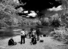 Gente sul lago