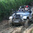 George Sarmento em aventura no Jeep de Adalmo Medeiros Jr