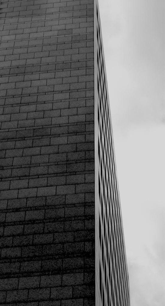 Gerade und grau
