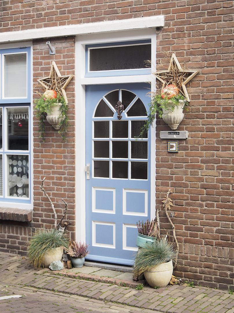 Geschmückter Hauseingang in Domburg, Zeeland (NL)