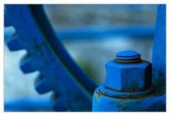 geschraubt und blau