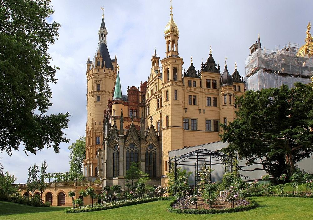 Gesehen am Schloss und wieder ein Gerüst