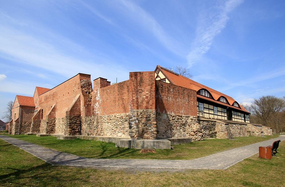 Gesehen in der Mark Brandenburg - Burg von achtern :O)