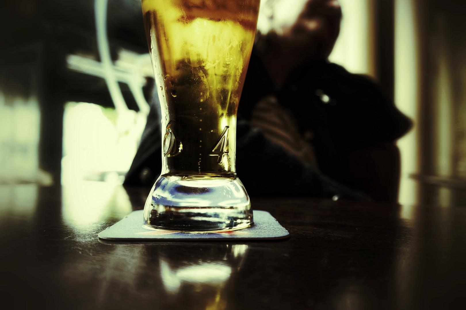 Gesellschaftlich toleriert.......der selbstverständliche Griff zum Alkohol