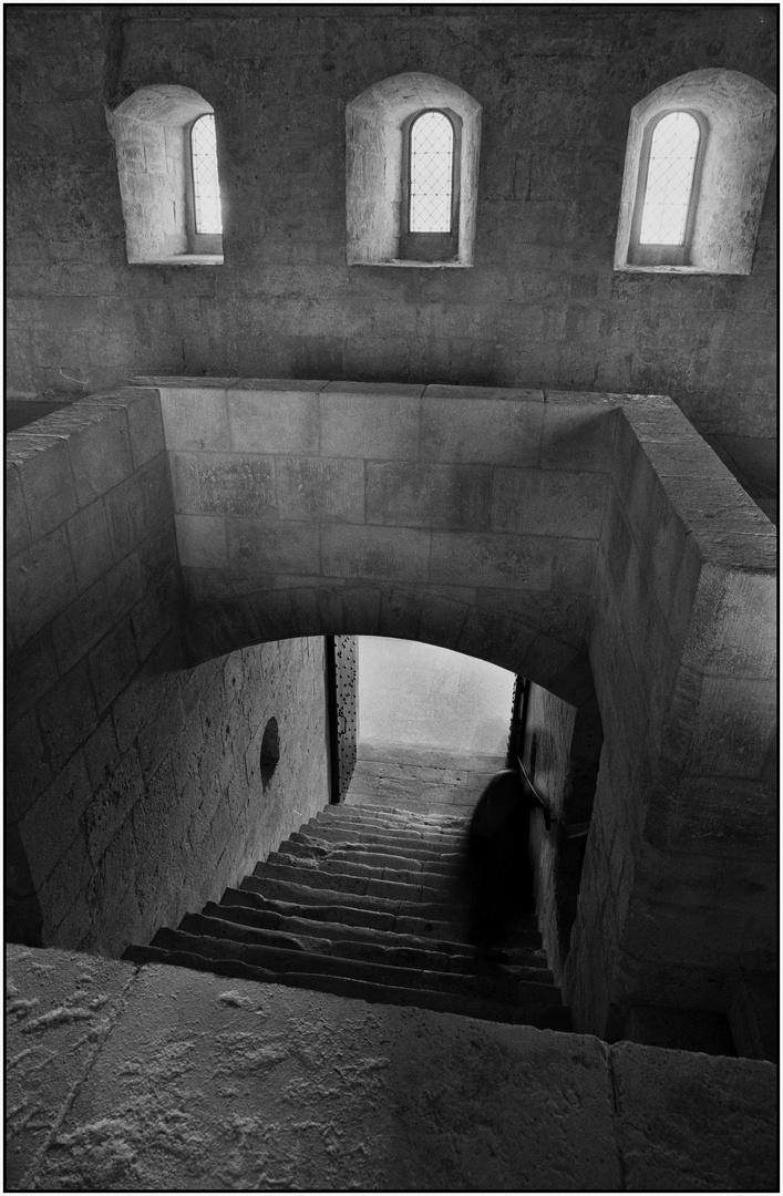 Gespenst?  Oder: der letzte Heilige verlässt die Abtei.