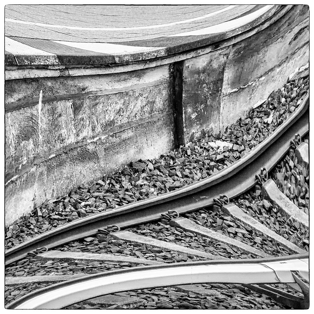 Gespiegelt ... an der Bahnsteigkante ...