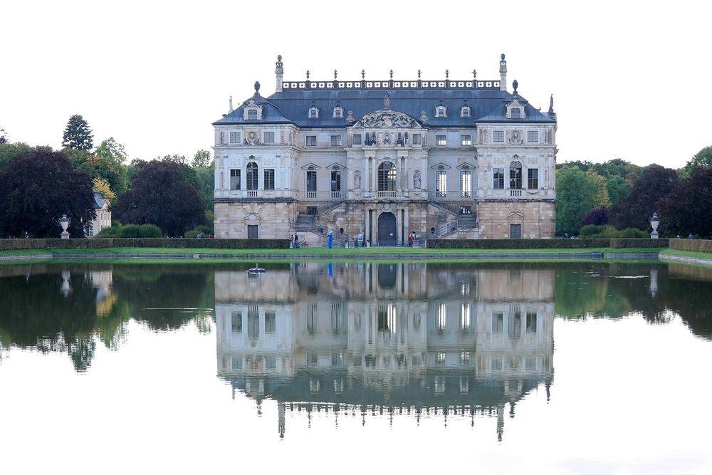 Gespiegeltes Palais