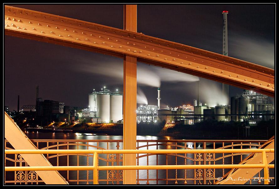 Geteilter Blick im Krefelder Hafen