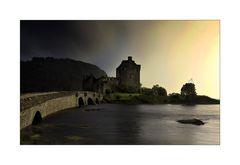 Geteilter Himmel über Eilean Donan Castle