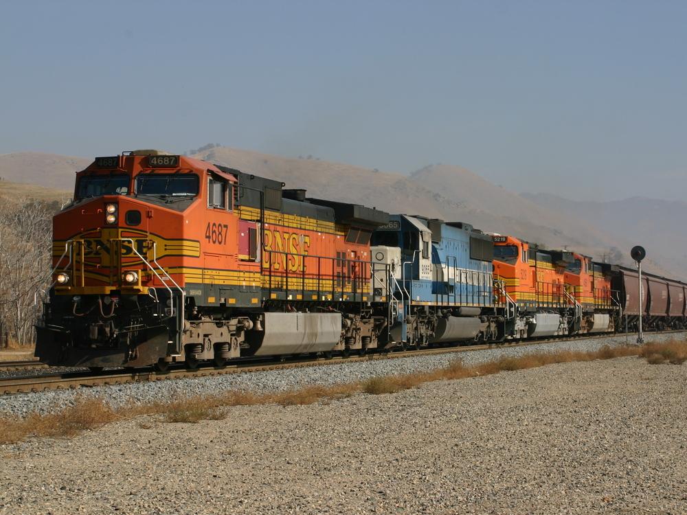 Getreidezug der BNSF bei Caliente