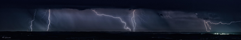 Gewitter Blitze über Bayern