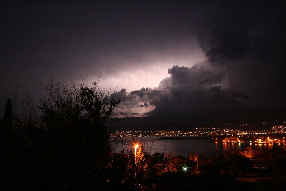 Gewitter über der kroatischen Insel Krk