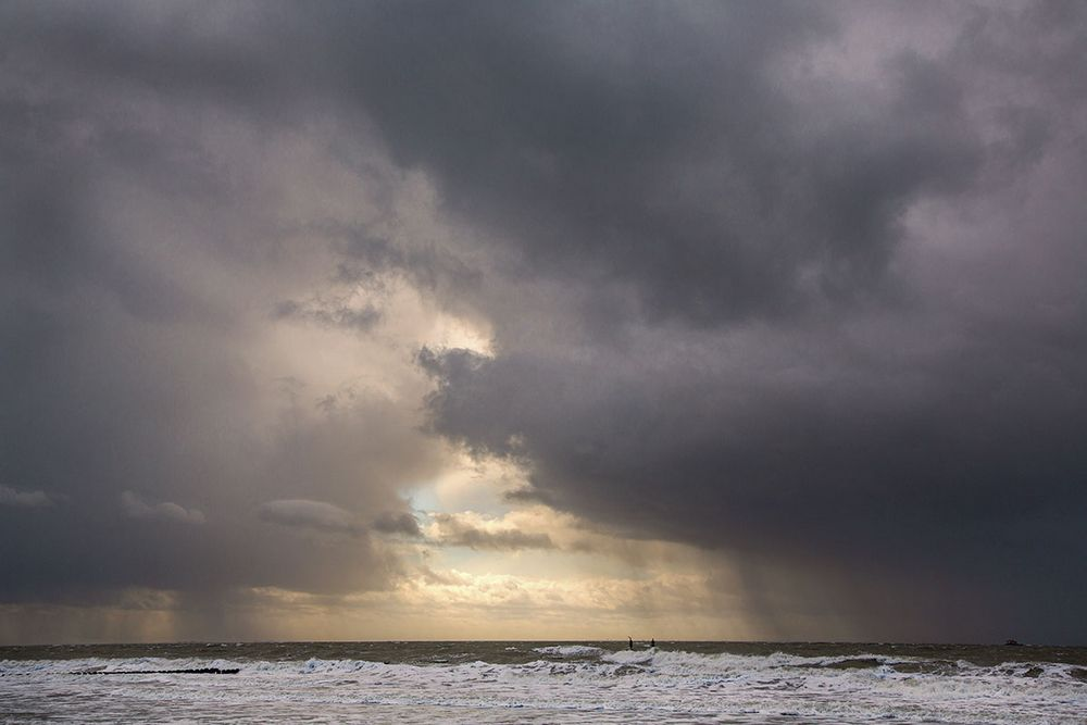 ... Gewitter über der Nordsee ...