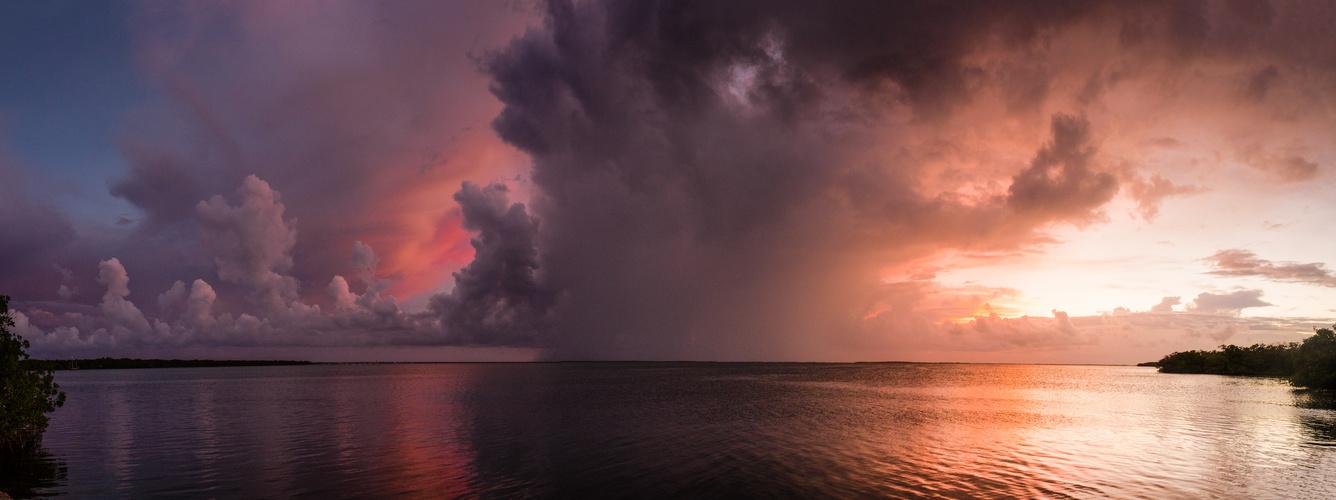 Gewitterpanorama auf den Florida Keys bei Sonnenuntergang