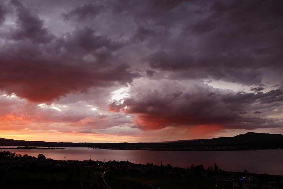 Gewitterwolken über dem Zürichsee