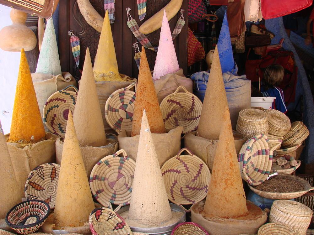 Gewürzpyramiden in Chefchaouen