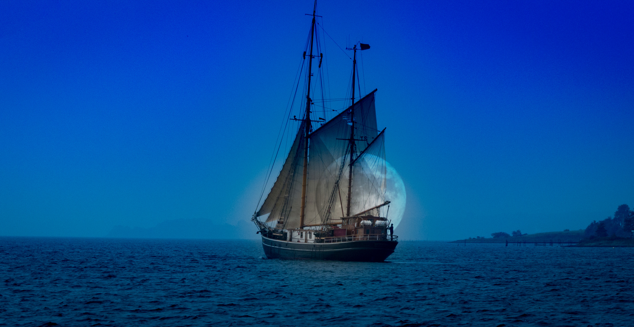 Ghostship in the moon