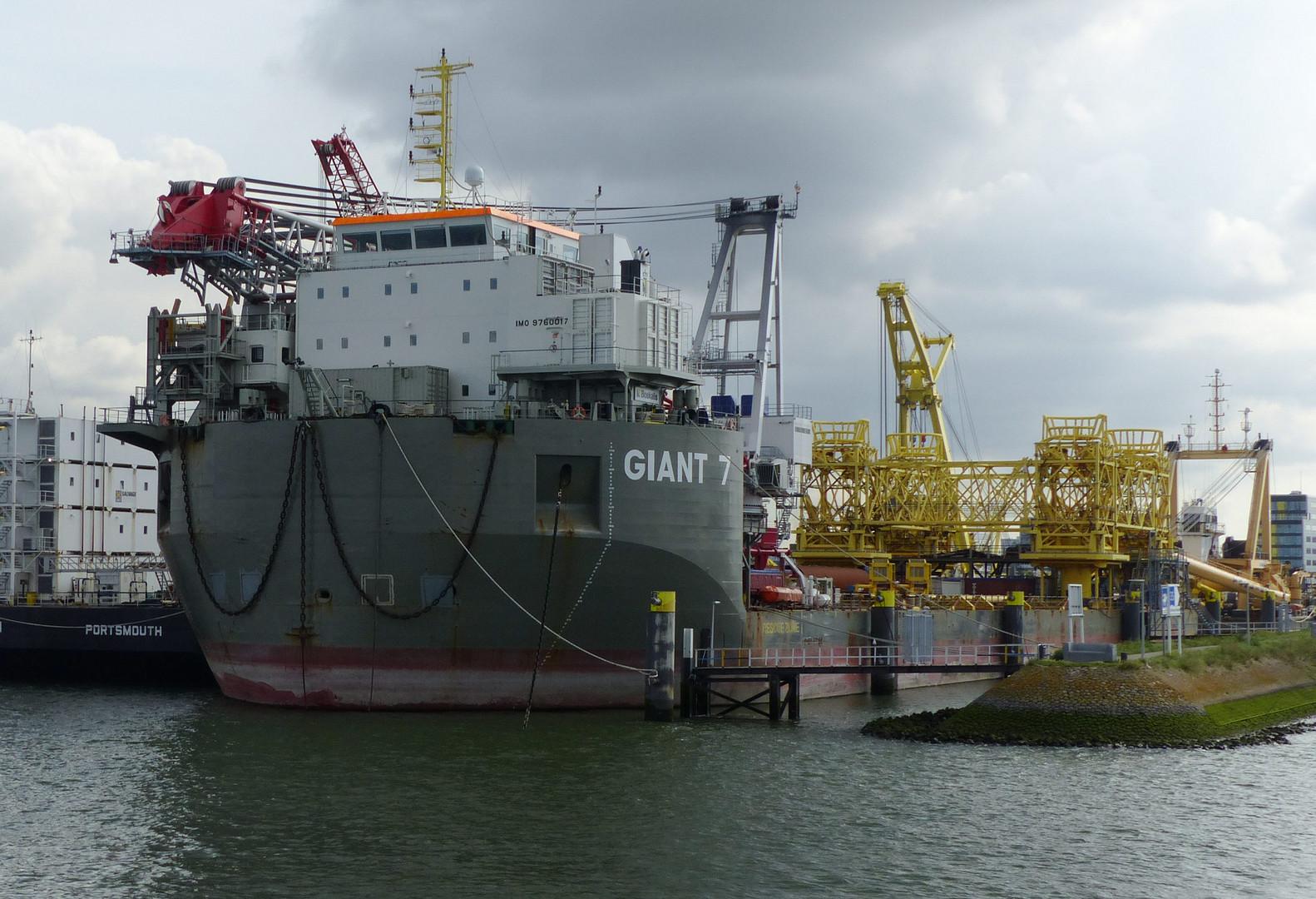 Giant 7  Schwertransporter /Rotterdam
