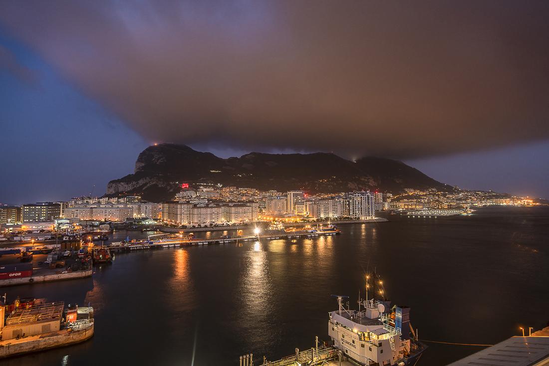 Gibraltar bei Nacht
