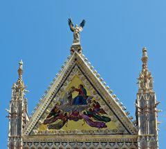 Giebel der Domfassade in Siena