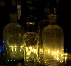 Giftflaschen in der alten Apotheke