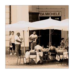 Giganten... des Augenblicks (Straßenmusiker in Turin, Juli 2008)