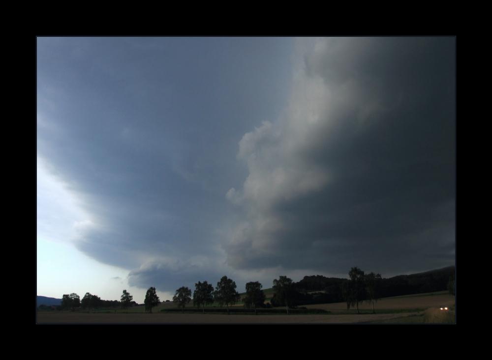 ...gigantische Wolkenbänke zogen auf... - ...droht ein Gewitter- Regen- Sommer... ?