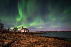 Gimsoy Kirche unter Nordlicht