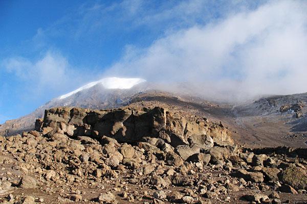 Gipfel des Kilimanjaro im Nebel