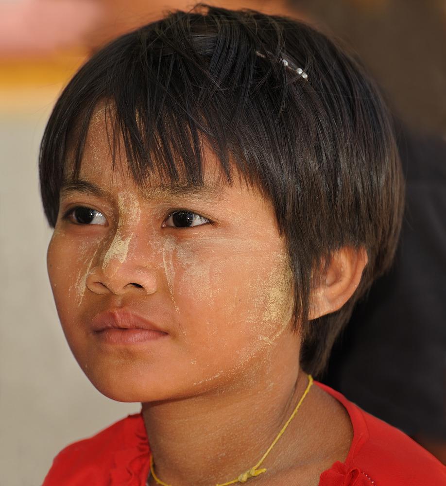 Girl 2 in the Shwedagon Pagoda