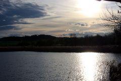 glänzende Ruhestimmung über den See