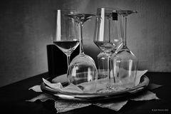 Gläser in Schwarzweiß