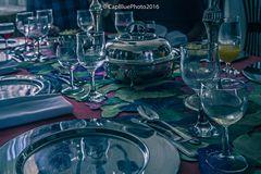Gläser und Silberbesteck im Eßzimmer der Ananasbaronin