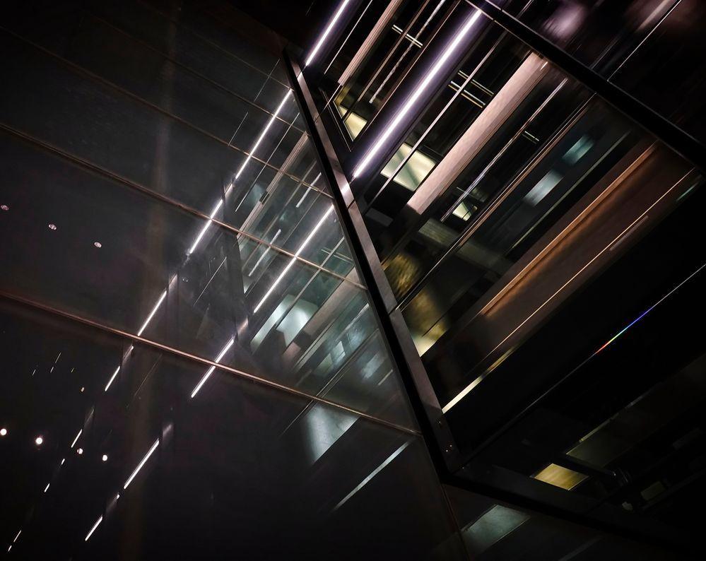 Gläserner Fahrstuhlschacht