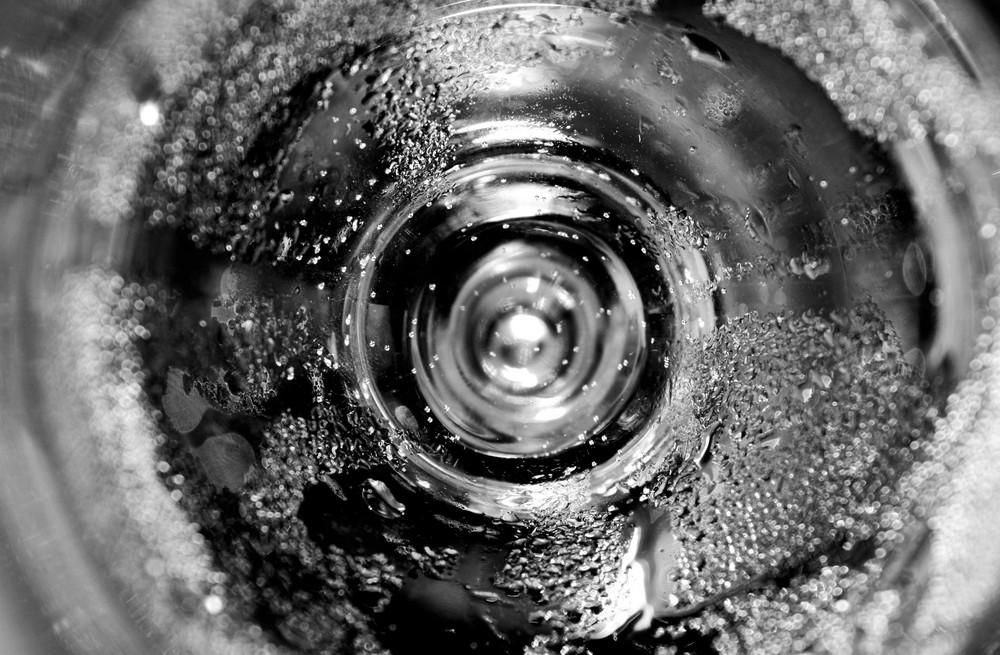 Glas und Wasser