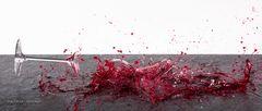 Glasbruch mit Rotwein