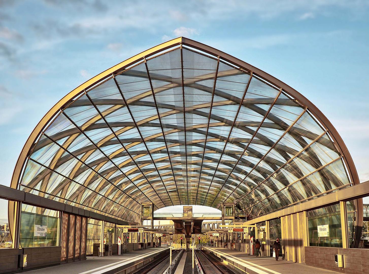 Glasdach über den Gleisen